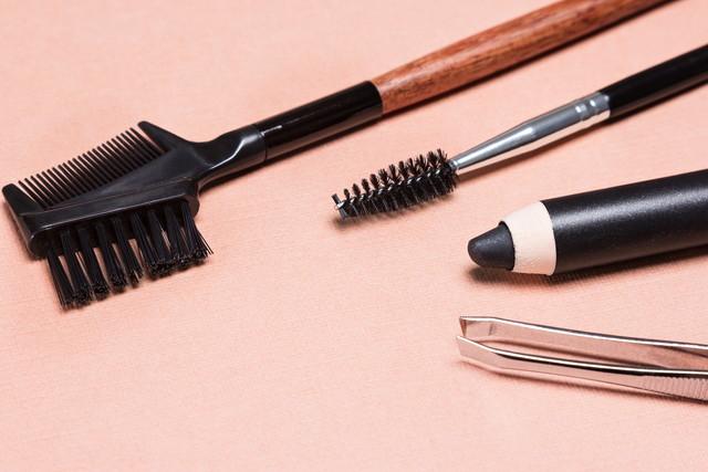 眉を整える道具